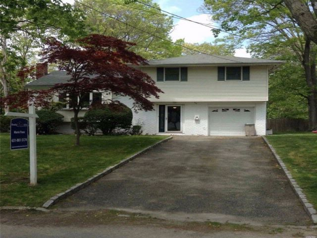 3 BR,  1.50 BTH  Split style home in East Northport